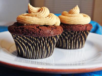 Dark-Chocolate-Cupcakes-12