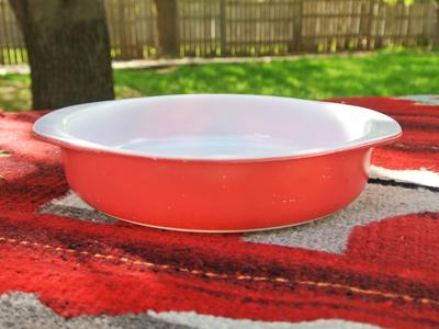 Pyrex-Round-Cake-Red
