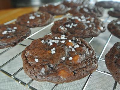Salted-Dark-Chocolate-Caramel-Cookies-12