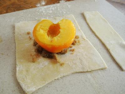 Peach-Dumplings-with-Vanilla-Cream-Sauce-10