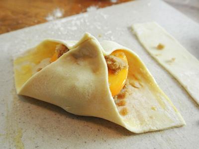 Peach-Dumplings-with-Vanilla-Cream-Sauce-12