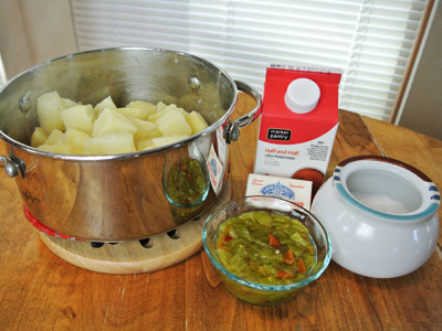 Green-Chile-and-Cheddar-Mashed-Potatoes-6