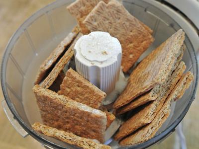 Mini-Peanut-Butter-Cup-Cheesecake-1